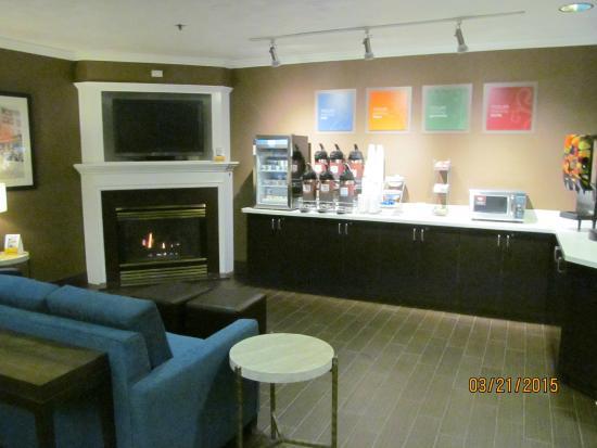 Comfort Suites: Breakfast area.