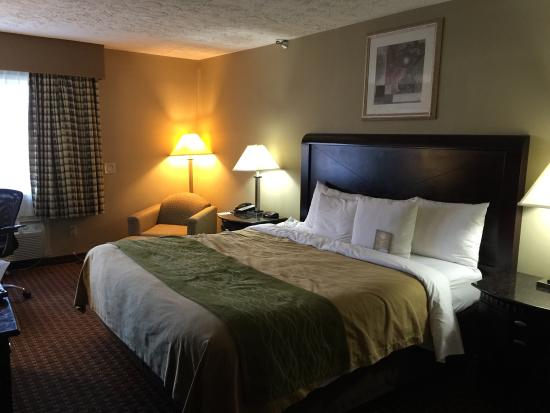 Bed picture of comfort inn medford tripadvisor for Comfort inn bedding