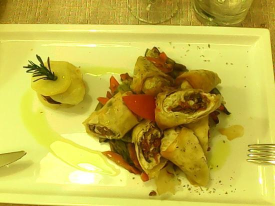 officina di cucina involtini di merluzzo con pomodori secchi e olive con verdure grigliate
