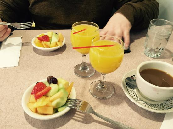 Murray Hill Diner: Breakfast fruit salad and mimosas