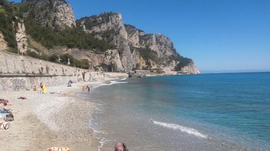 Matrimonio Spiaggia Varigotti : Spiaggia malpasso vicino all albergo foto di hotel al