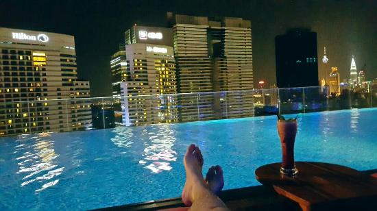 Best roof top pool picture of aloft kuala lumpur for Piscina kuala lumpur