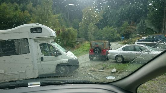 Q Box Motorhome Park: View of the camping and a motorhome which has to be towed