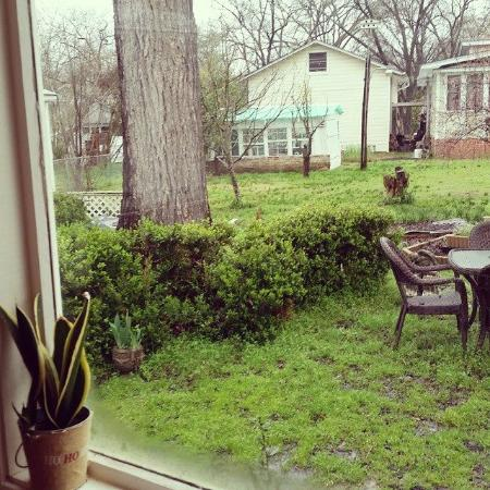 Captain's Castle and Carriage House Inn : Early Morning Coffee in the Garden Room