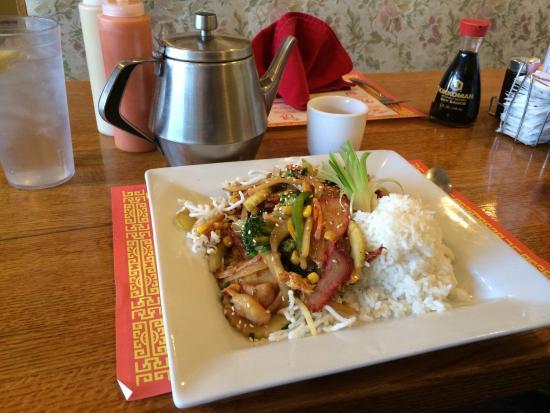 Golden Harvest Restaurant: BBQ pork and veggies