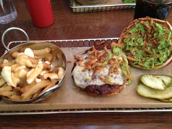 Harper's Burger Bar : #8 Delicious Burger with side poutine( upgrade of 1.50 instead of regular fries)