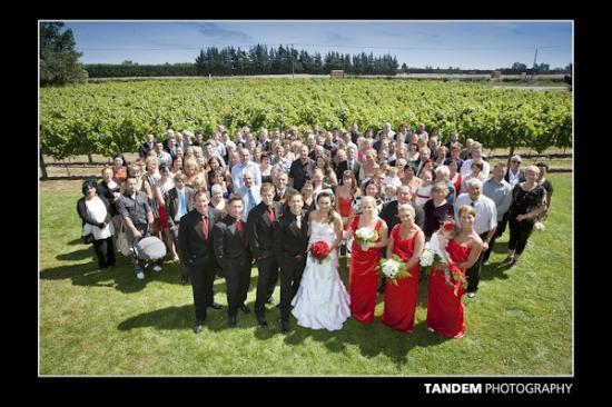 West Melton, Nueva Zelanda: Wedding Group with Pinot Noir in the background