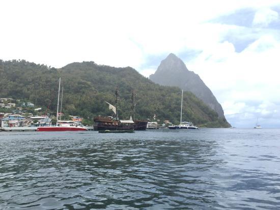 Solomon Water Taxi & Tours: bateau du tournage de Pirates des Caraibes