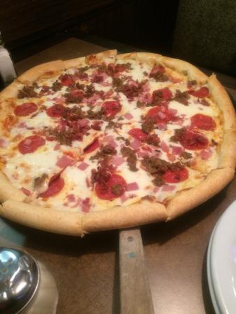 Mavericks Restaurant & Bar: Large pizza