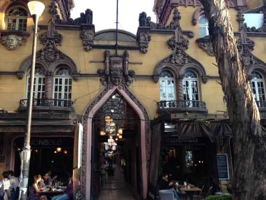 Alekzander: Vista externa do restaurante
