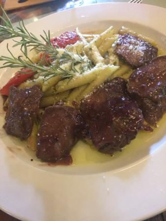Nirvana Restaurant and Retreat: Venado en salsa de vino tinto. Delicioso!