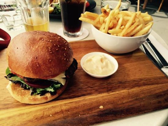 Silo Restaurant and Lounge Bar: Burger and Chips