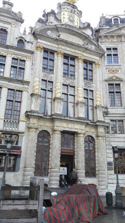 Museum of the Belgian Brewers : グランプラスからみた入り口