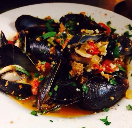 Anthony's Restaurant: Spanish style steamed mussels