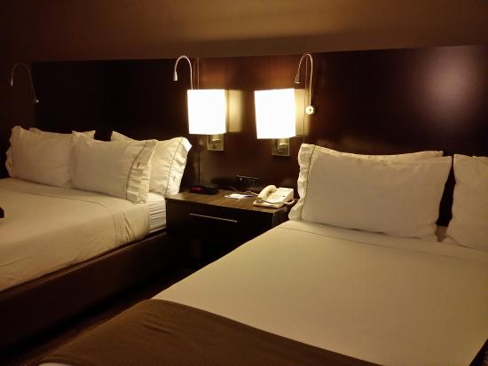Holiday Inn Express Colby: Queen beds