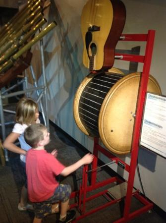 Fleet Science Center : vibrating music