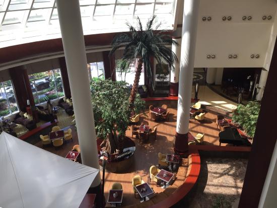 Movenpick Hotel Bahrain: view of the main dining room
