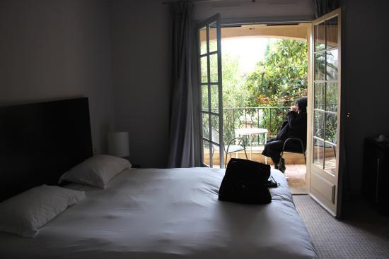 Les Agassins Restaurant: la chambre et son balcon