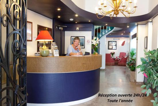 Hotel de l'Univers : Réception Hôtel Angers