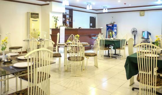 Crowne Garden Hotel: Restaurant