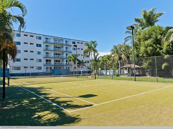 White Crest Luxury Apartments: Tennis Court