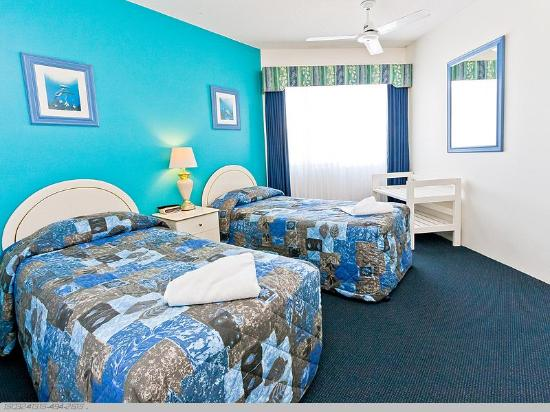 White Crest Luxury Apartments: Twin Bedroom