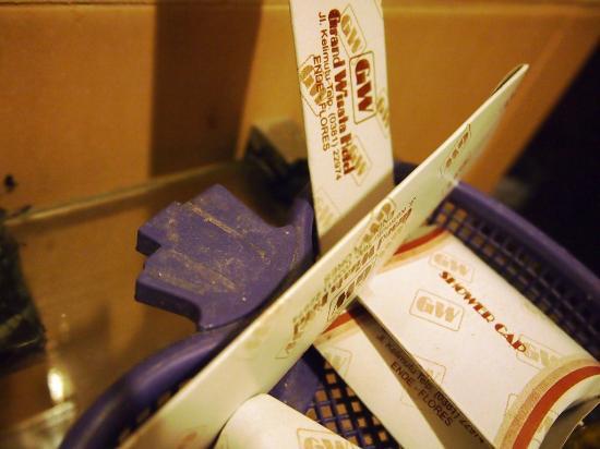 Grand Wisata Hotel Ende: Tempat amenities perlengkapan mandi yang berdebu