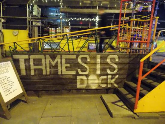 Tamesis Dock: sign
