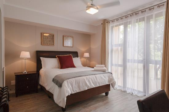 Cape Town City Accommodation - The Island Club