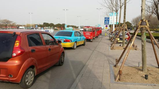 Rizhao Beach Area: Taxi stand before the Beach