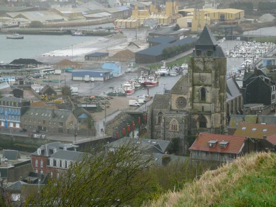 Funiculaire : L'église du Tréport vu du haut de la falaise