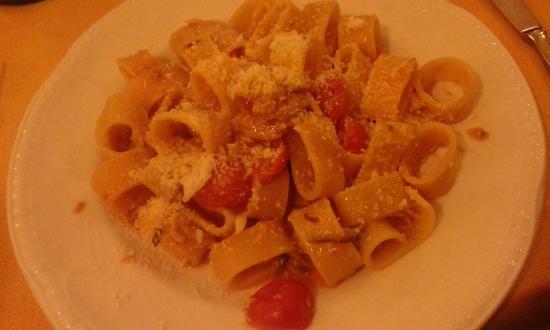 Ristorante Da Nino: Calamarata con alici, pecorino e pomodorini pachino