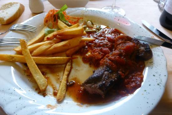 Chalet Royal: viande irlandaire extra, sauce provençale et frites maison
