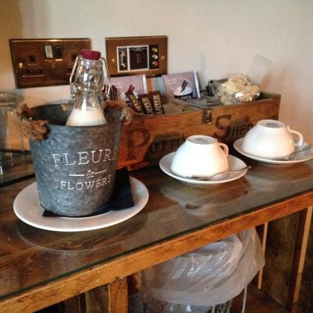 The Maytime Inn : tea or coffee?