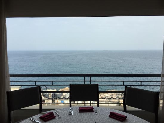 Warwick Palm Beach Hotel: Breakfast area - great views and helpful staff