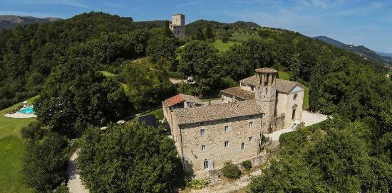 Le Torri Di Bagnara : Pieve San Quirico castle (main villa - 15 beds) and the Tower (apartments)