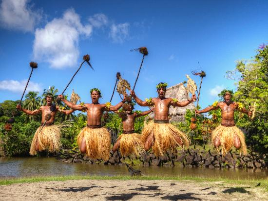Figi: Traditional Fijian Spear dance