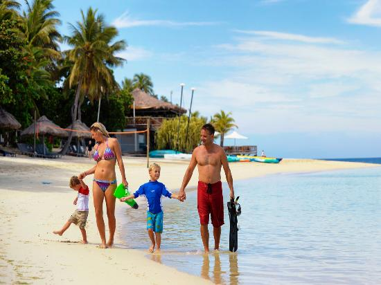 Take your family to happiness – Fiji where happiness lives