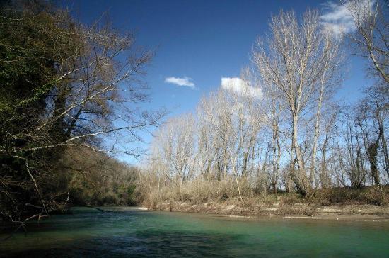 Solfagnano, Italien: The Tiber river crossing our 1500-acre estate