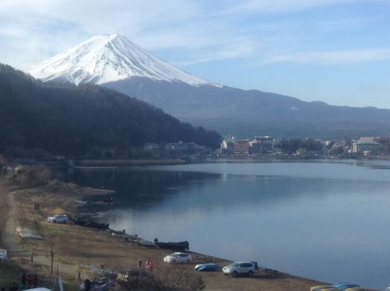 Hotel Mifujien : Mt. Fuji from bedroom window