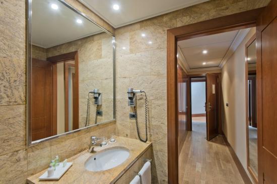 NH Collection Vigo: Bathroom