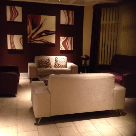 Ascot Hotel: Seats to relax on