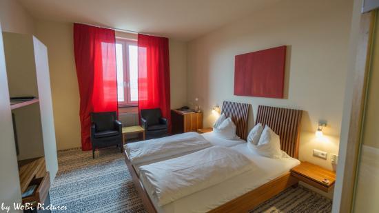 aussenansicht picture of hotel sinsheim und restaurant. Black Bedroom Furniture Sets. Home Design Ideas
