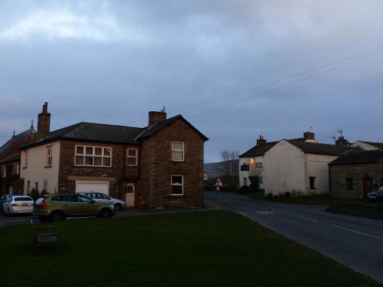 Cornlee Bed & Breakfast: View of Cornlee (left)