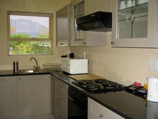 Paradiso Guesthouse & Self Catering Cottage: Garden Room S/C Kitchen
