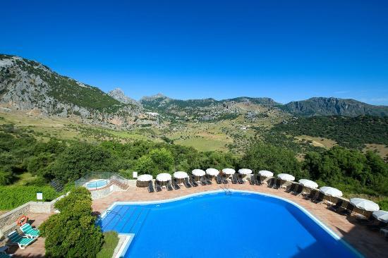 Hotel Fuerte Grazalema: Piscina con vistas a la montaña
