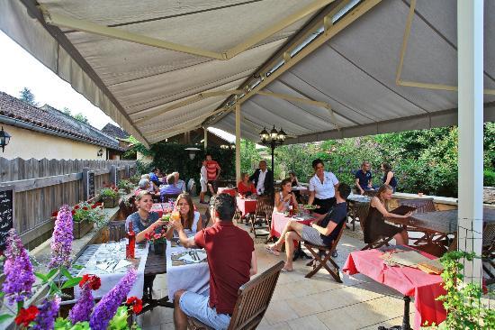 Camping Les Castels Le Moulin du Roch: Terrasse RESTAURANT #moulinduroch