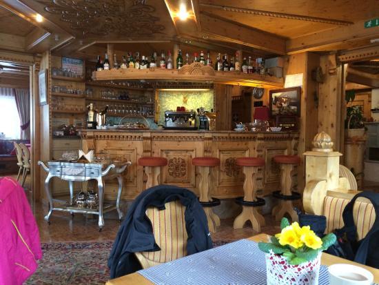 Hotel Serena: Bar
