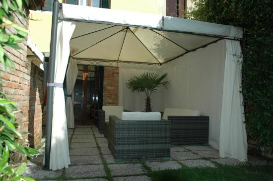 Alloggi Marinella: Giardino