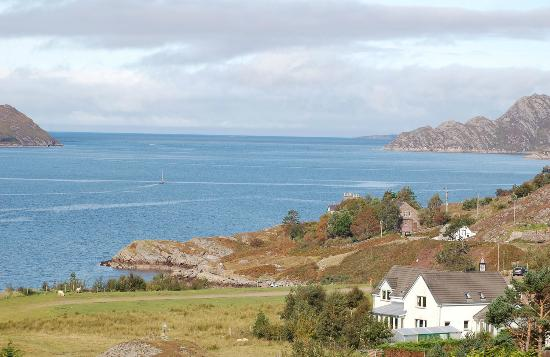 Aurora Bed and Breakfast: Aurora and view to sea